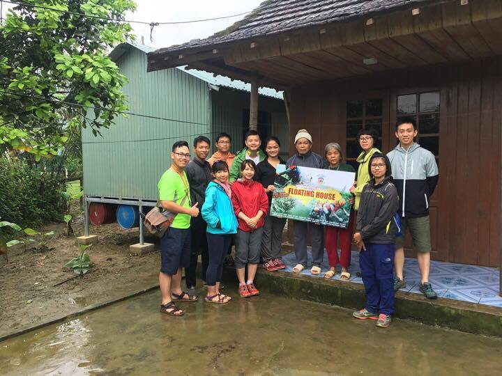 Floating house AVCF with racing team